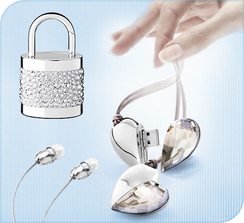 clé usb et écouteurs designés par Swarovski
