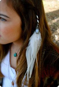 Des bijoux dans les cheveux le blog beaut femme - Plume dans les cheveux ...