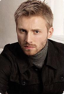 Coiffure blond homme