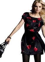 Robe noire imprimée roses