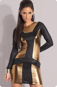 0bf3ace2c179 ... cette robe design ultra-moulante (ahem pas facile d y rentrer si vous  voulez mon avis) qui mixe noir et doré sur une forme courte avec manches  longues.