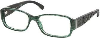 00a269bcb5519f Ici, en gris translucide, Chanel.Lourdes montures rectangulaires avec  imprimé effet tweed et branches recouvertes de cuir, les lunettes chic par  excellence.