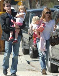 Denise Richard, Charlie Sheen et leurs deux filles