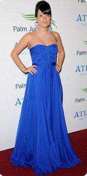 Collier avec robe bustier bleu