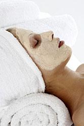 Les masques du visage pour peau grasse
