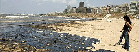 Nappe de pétrole sur la plage